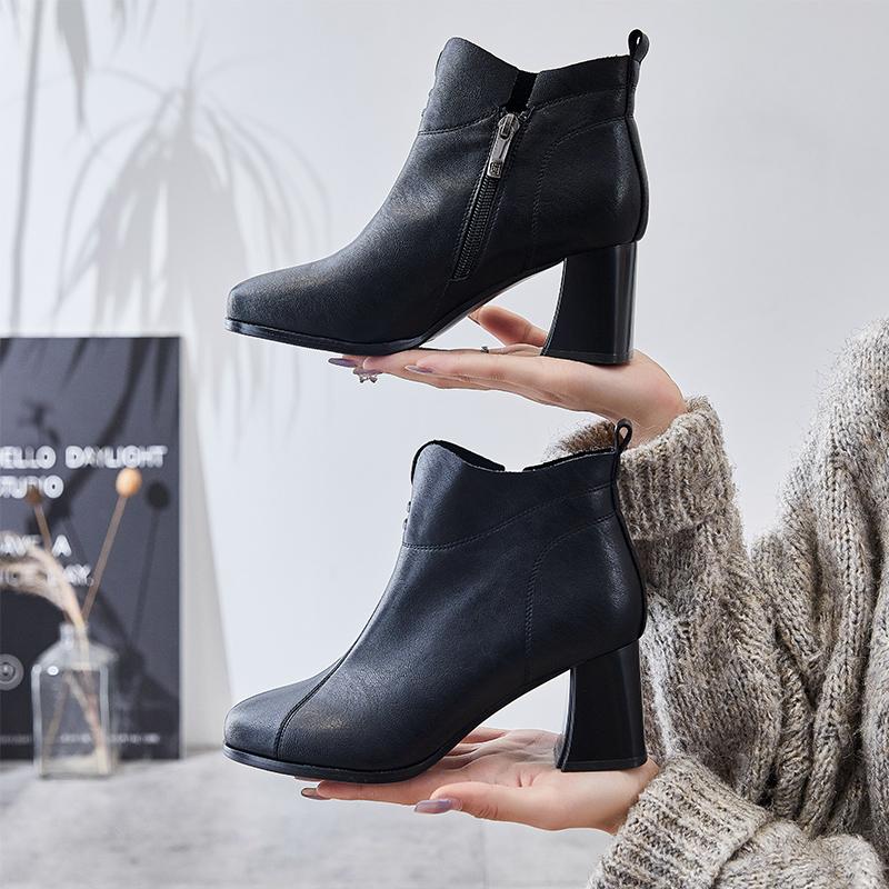 巨日粗跟短靴女秋冬2020新款真皮单靴中跟短筒马丁靴时装靴子黑色