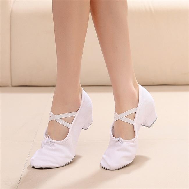 Dance shoes womens soft soled exercise shoes dance teachers shoelaces heel dance shoes body shoes childrens canvas ballet shoes
