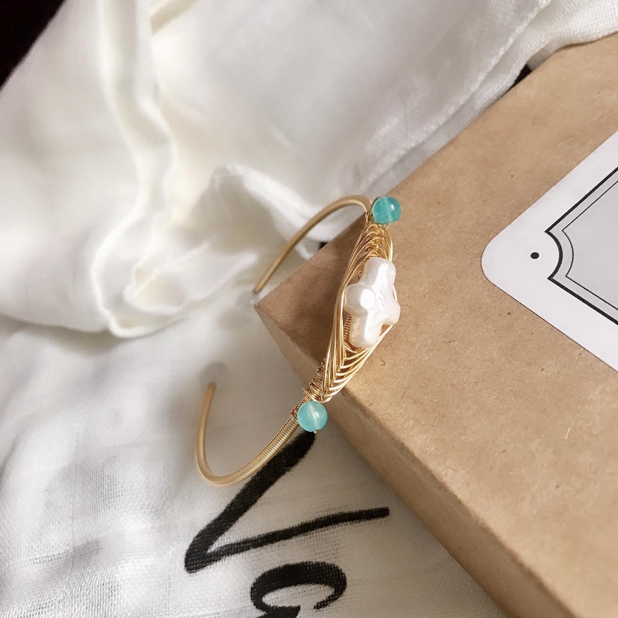 原创设计手工包金绕线巴洛克风十字珍珠手镯少女气质复古超仙港风