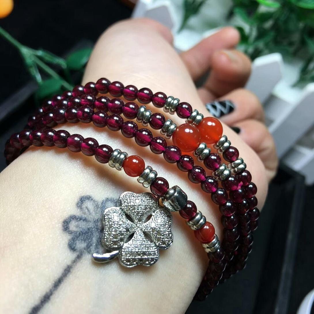 Buy new products immediately, sell low in the whole market. Garnet Bracelet is about 4mm in many circles, good quality