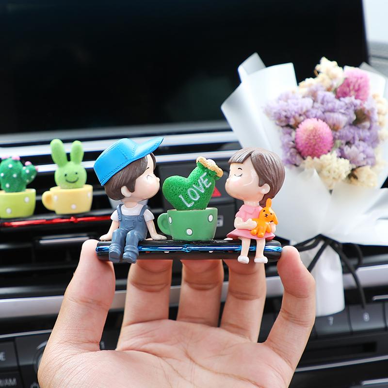 汽车车载空调出风口香薰创意可爱持久车内装饰品香水香氛摆件大全