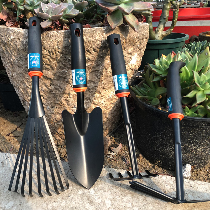 Garden tools, shovels, three pieces of potted plants, flowers, soil, meat, flowers, tools, vegetables, small hoes, shovel flowers, shovels.