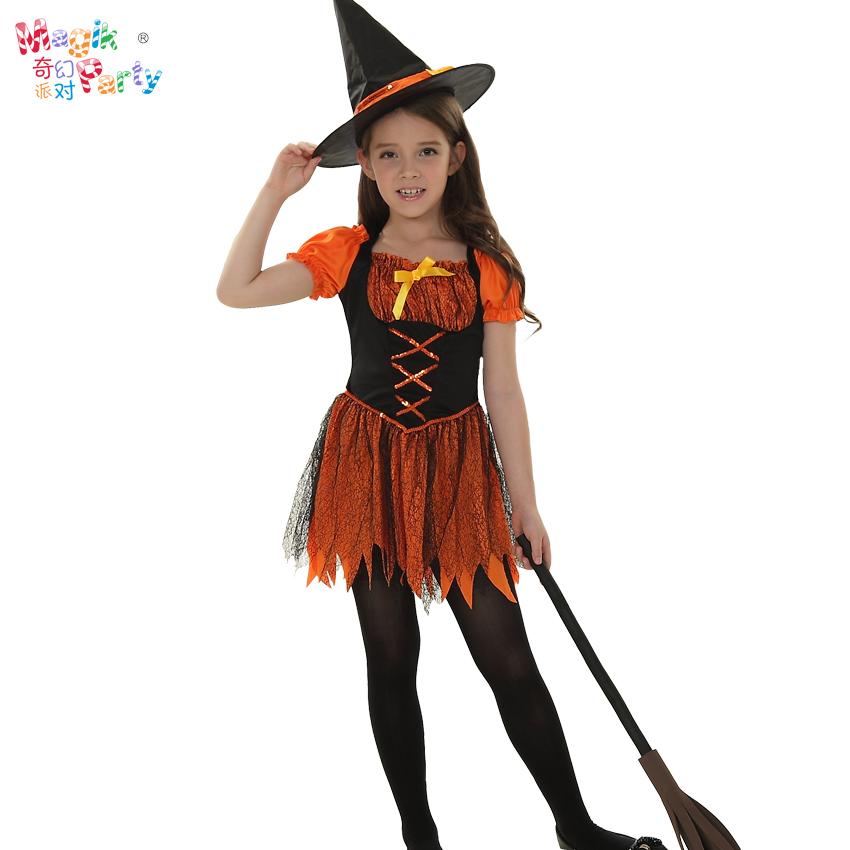 ハロウィンの子供が服のコスプレをしています。