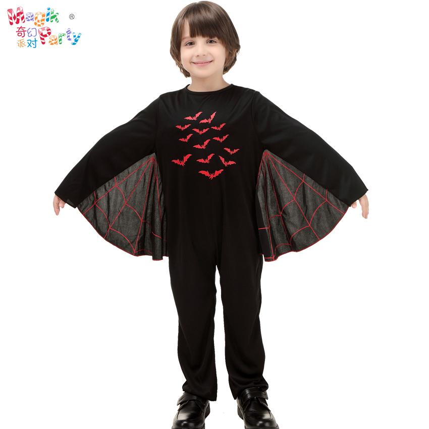 ハロウィンの子供たちが服のコスプレをします。