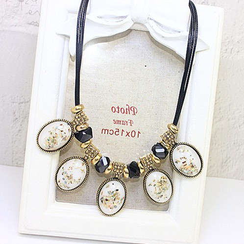 Japan buy DD package mail Europe and Korea retro fashion exaggerated clavicle chain crystal gem short necklace flower drops Korea