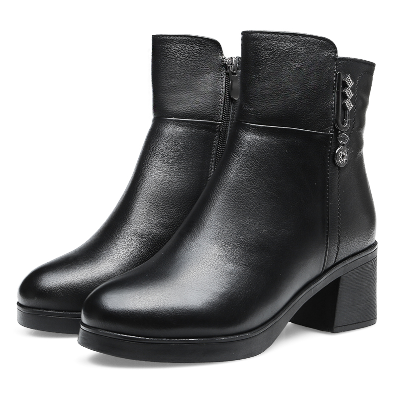 Winter new middle-aged womens leather wool boots high heels fashion foreign style comfortable short tube mother cotton shoes thick velvet warmth