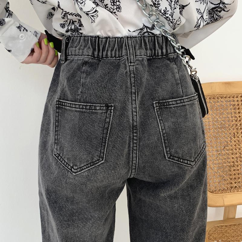 烟灰色复古牛仔裤 上身宽松