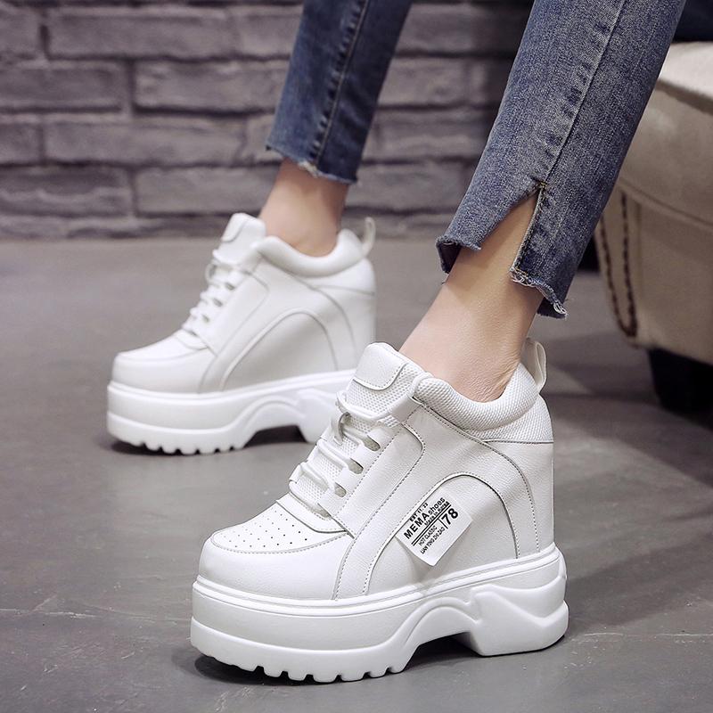 配裙子的小白鞋女2019夏款百搭洋气网红厚底松糕内增高女士运动鞋