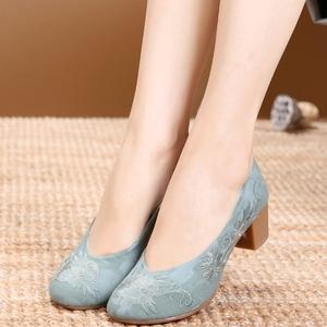 老北京布鞋女绣花鞋民族风旗袍走秀高跟鞋旗袍鞋子中跟高跟女单鞋