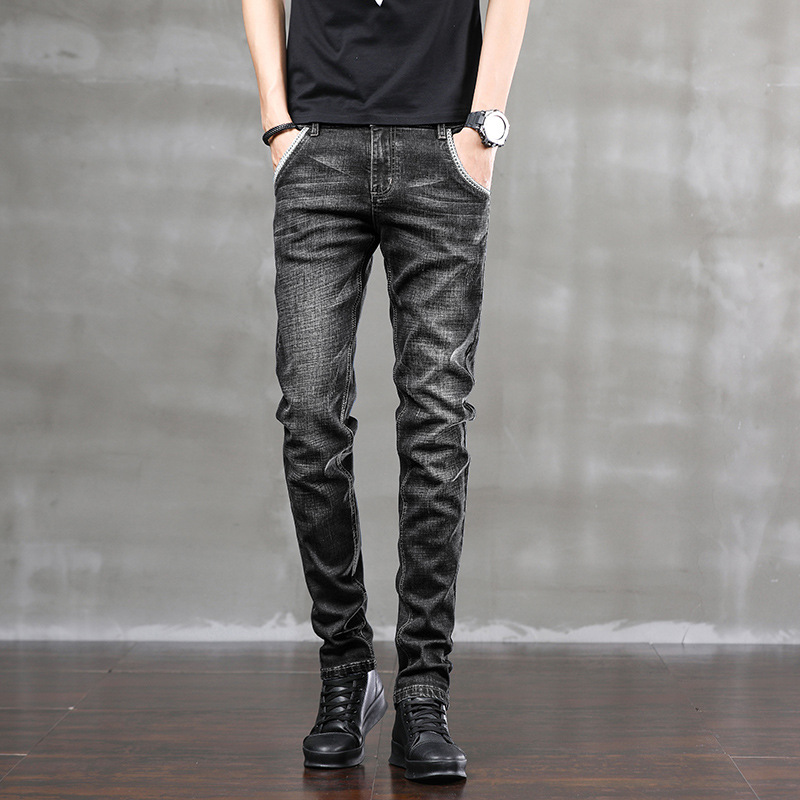 I bought jeans for my 20-year-old, 30-year-old and 25-year-old boyfriends and gave them to my husband to wear in wuzichangku.