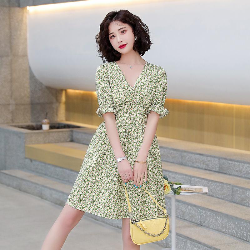 2021夏装新款时尚碎花优雅花边裙子女圆领中长款气质感印花连衣裙