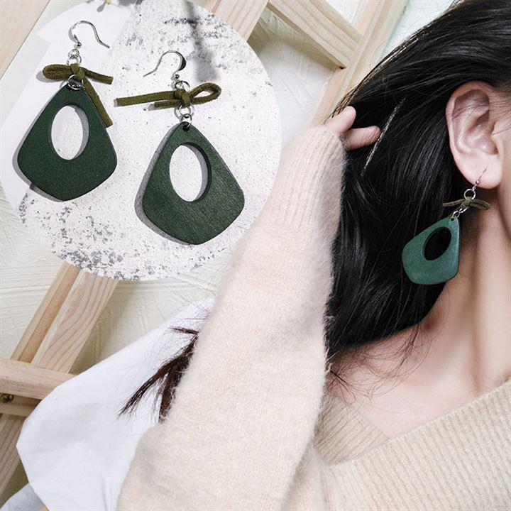 Creative green earrings for girls with long faces simple short hair practical atmospheric Earrings Red Fashion