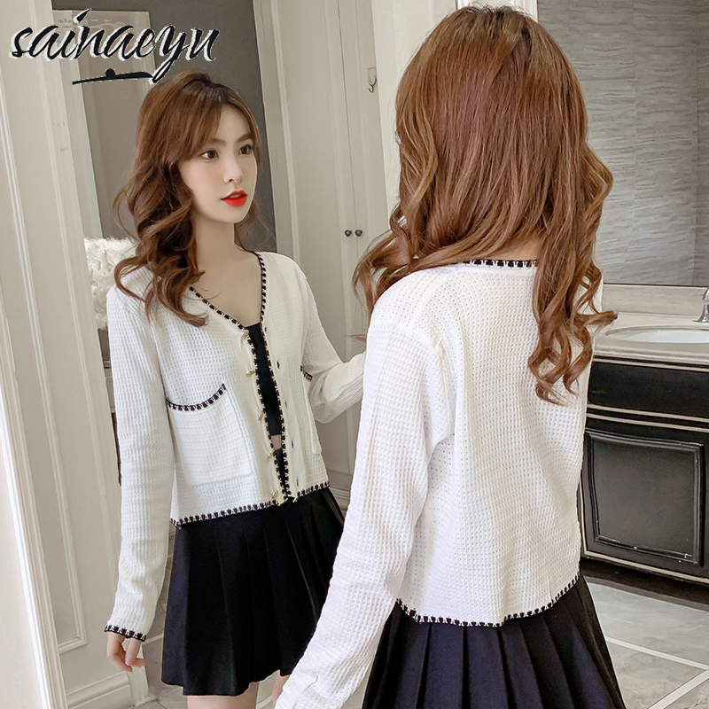 Autumn 2020 short high waist care machine navel open cut color contrast V-neck knitted cardigan long sleeve base coat
