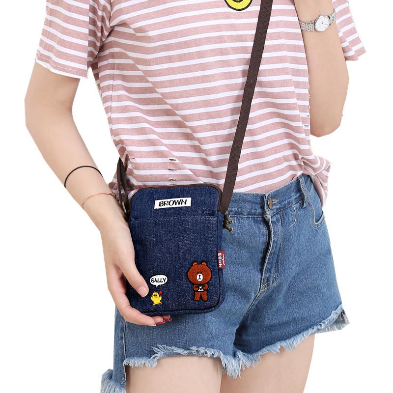 新商品の携帯バッグは斜めにまたがり、携帯袋の縦型のデニムの小熊の財布は首にかけてミニサイズの小包を掛けます。