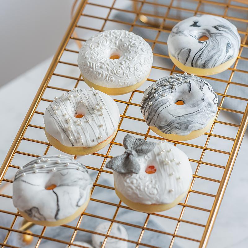 仿真甜甜圈模型ins风大理石纹黑金拍摄道具假蛋糕甜品橱窗装饰摆