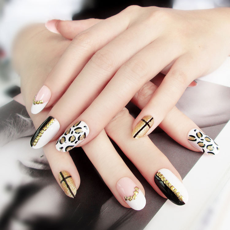 Japanese leopard rivets black and white gold spiked nails finished manicure patch glue fake nails 24 pieces in a box