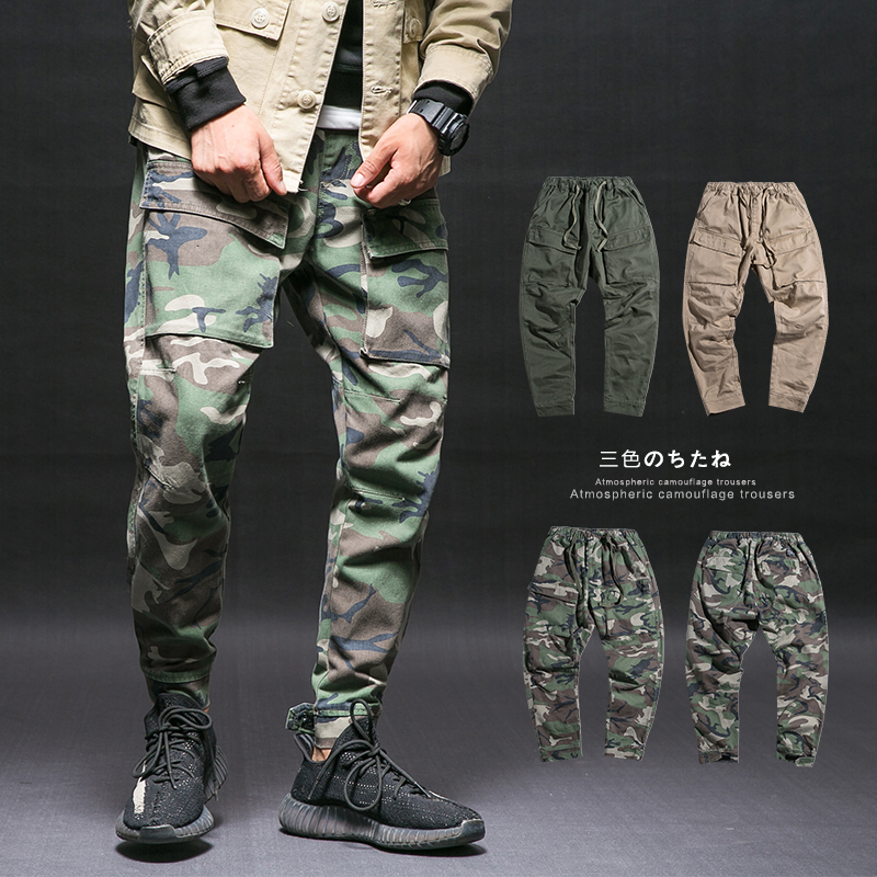 There are hip-hop hot dogs in China, the same military pants, camouflage work clothes pants, versatile trendy pants, hip-hop pants