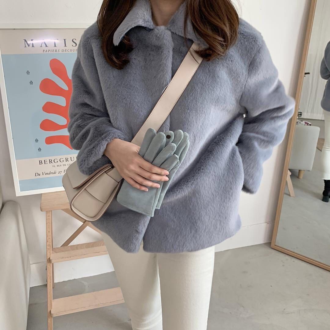 2021秋冬の新型韓国版のまねるウサギの毛の毛皮のコートの女性の短い金の小さい背のins風のゆったりしている毛の絨毯の服