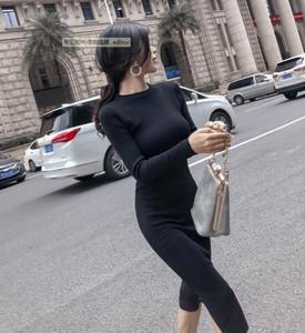 2020秋冬新款气质女神范长袖过膝打底开叉修身显瘦针织黑色连衣裙