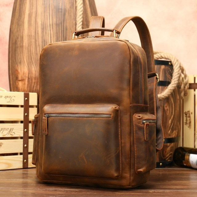 Mens tourism Leather Backpack mens bag head layer cowhide backpack boy 20-35 years old high grade splicing Europe and America