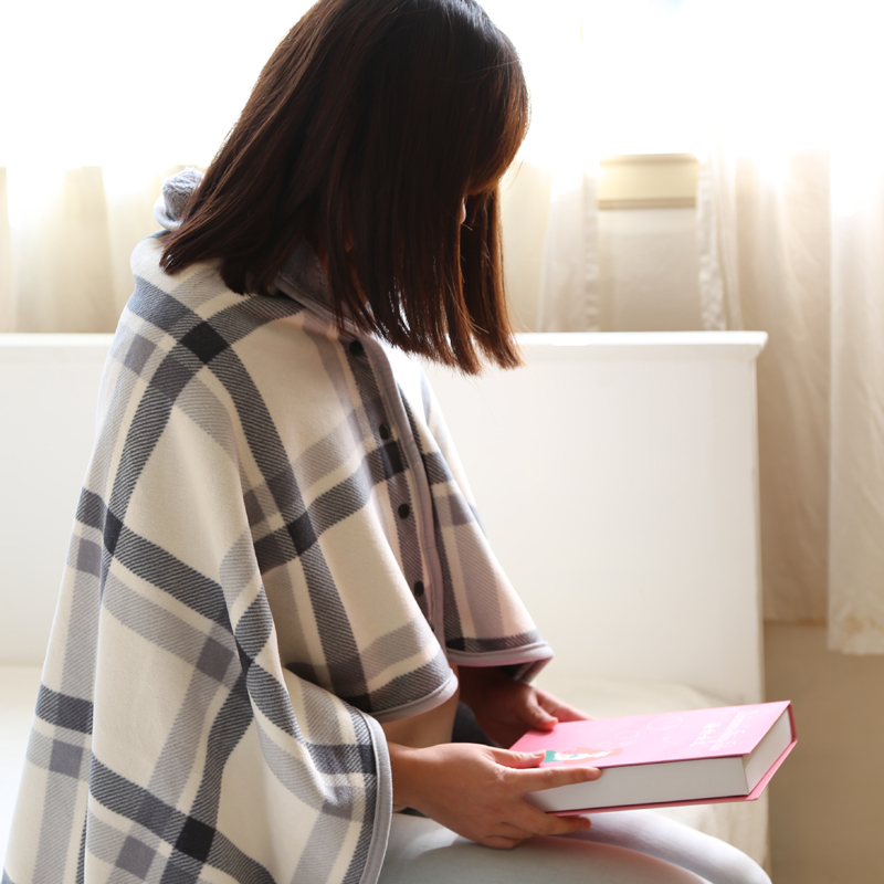 日本小毛毯盖腿女披肩毯午睡斗篷夏季学生午睡披风办公室午睡毯子