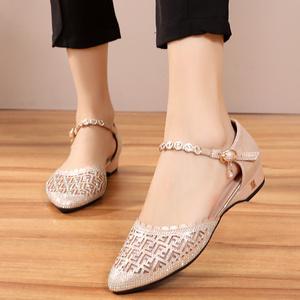 镂空平底鞋女夏季脚胖宽脚中空鞋网鞋搭扣包头凉鞋40-50岁妈妈鞋