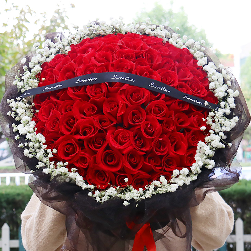 Luoyang 99 red rose bouquet gift box flower express delivery to xiluolong birthday florist in Xigong stream, the old city of the same city