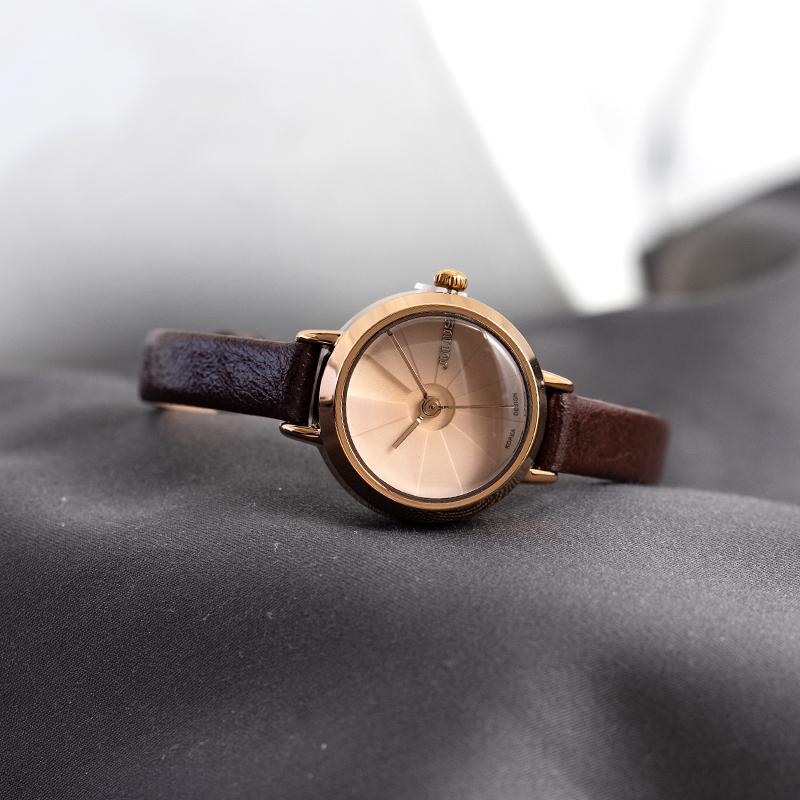聚利時JULIUS小巧甜美海螺元素洛麗塔時尚女表學生女士細錶帶手錶
