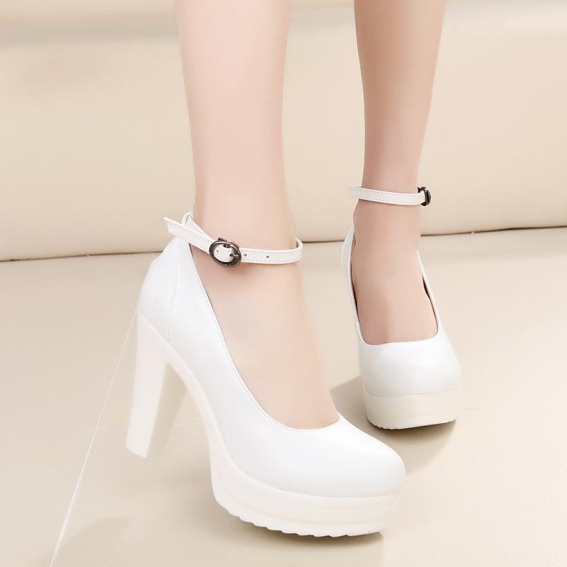 模特旗袍鞋子高跟女单鞋防水台大码皮鞋红色白色演出真皮鞋一字扣