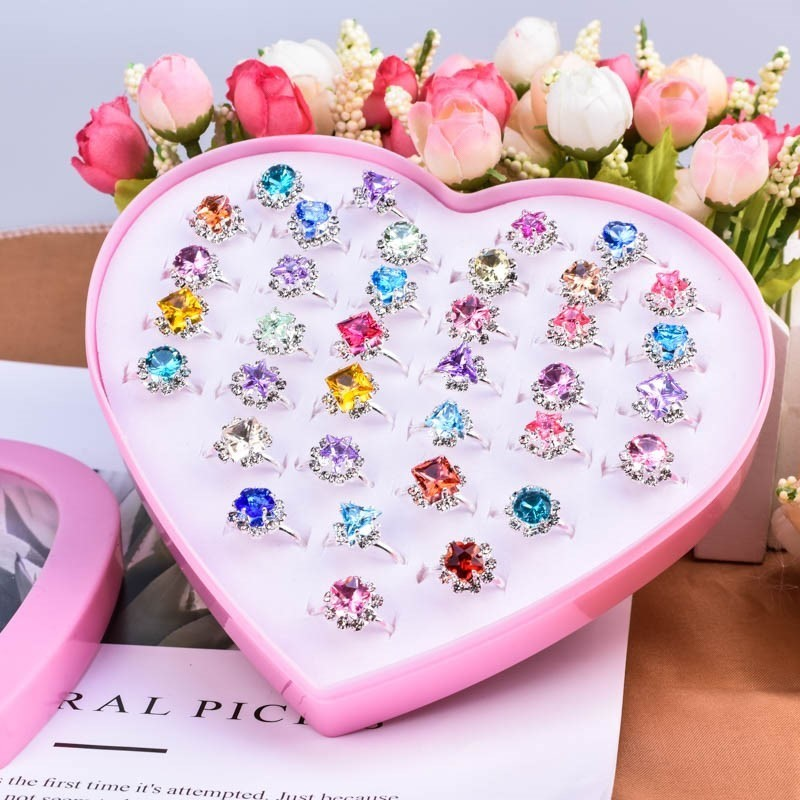 Childrens toys, rings, ornaments, Princess jewels, shining fingers, O-rings, girls lovely glittering little rings, gifts
