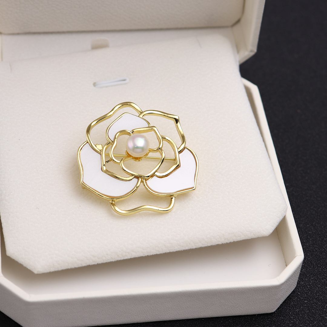 Hollowed out Camellia Freshwater Pearl Brooch Japanese and Korean fashion accessories Brooch simple modeling pin