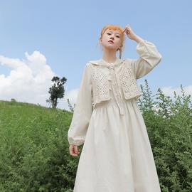 芝士日【小杏云】杏色棉麻连衣裙新款减龄勾花镂空针织马甲三件套