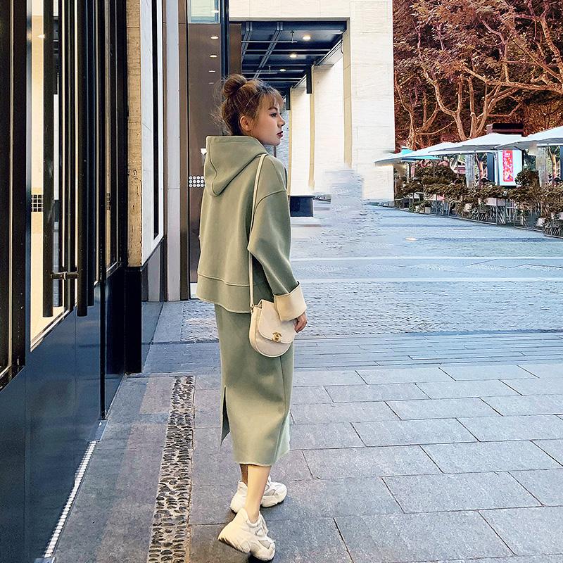 牛油果绿套装女2019初秋新款矮个子搭配155显高两件套卫衣+半身裙