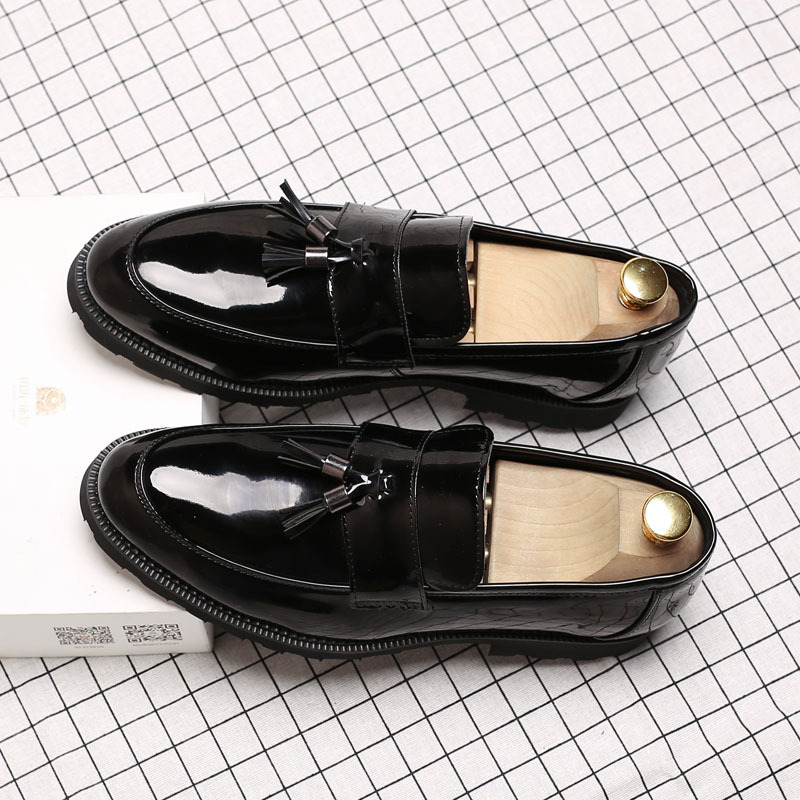 Summer mens patent leather tassel mens shoes black casual retro British breathable wedding shoes business dress shoes mens shoes