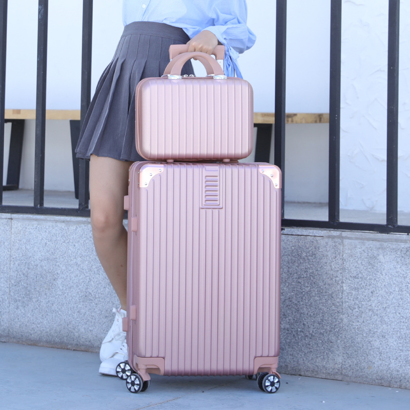网红行李箱女