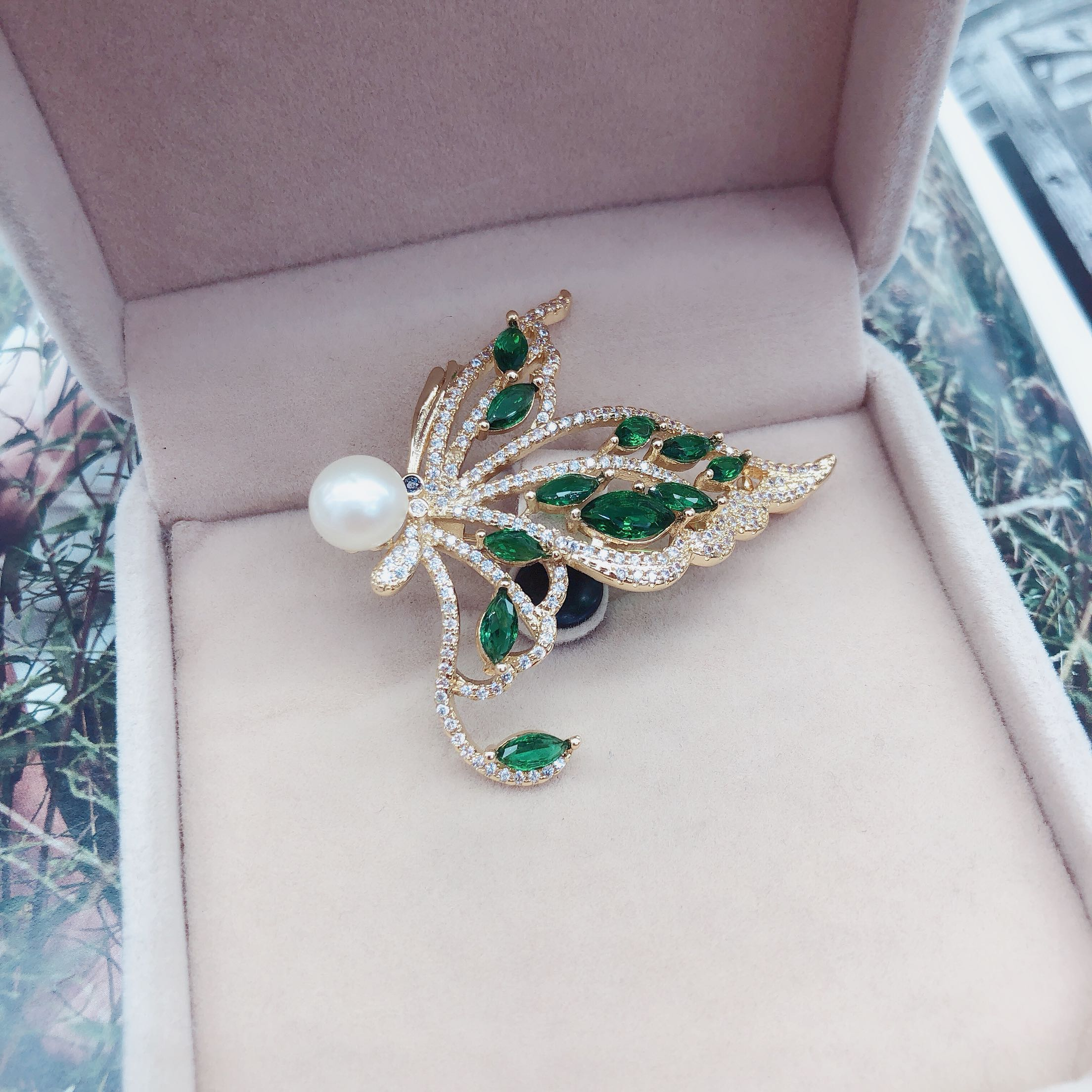 Natural pearl brooch with unique butterfly shape and fine zircon inlay
