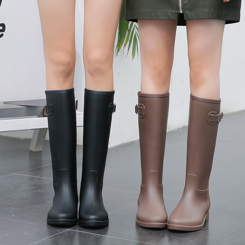 Women's rain boots, women's fashion styles, outer rain boots plus velvet long tube waterproof high-tube boots non-slip rubber shoes ladies water shoes