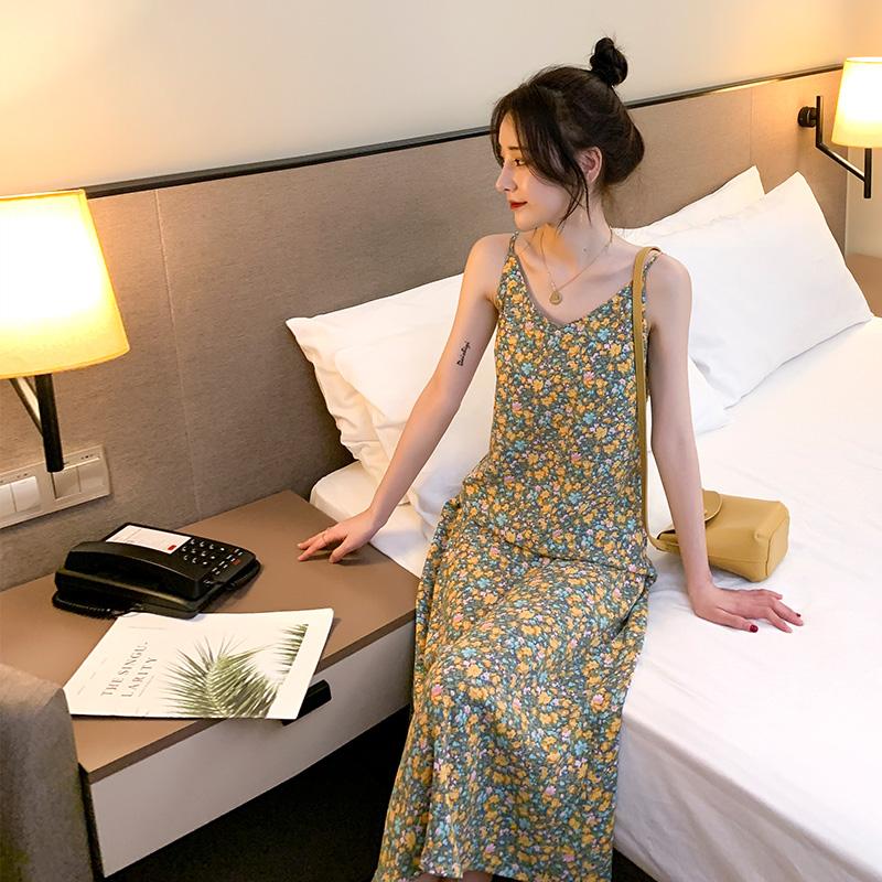 碎花裙吊带连衣裙女小皱菊雪纺长裙2020新款夏季显瘦V领印花裙子