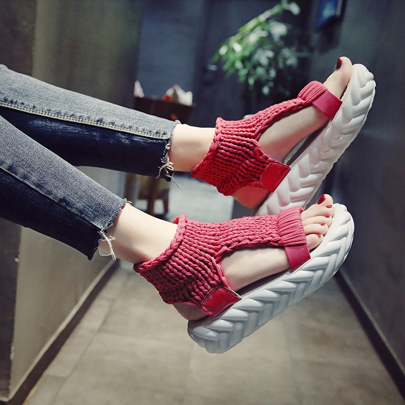 Chaopai net red sandals womens flat bottom 2020 summer new student Korean version of muffin thick soled ins Roman shoes