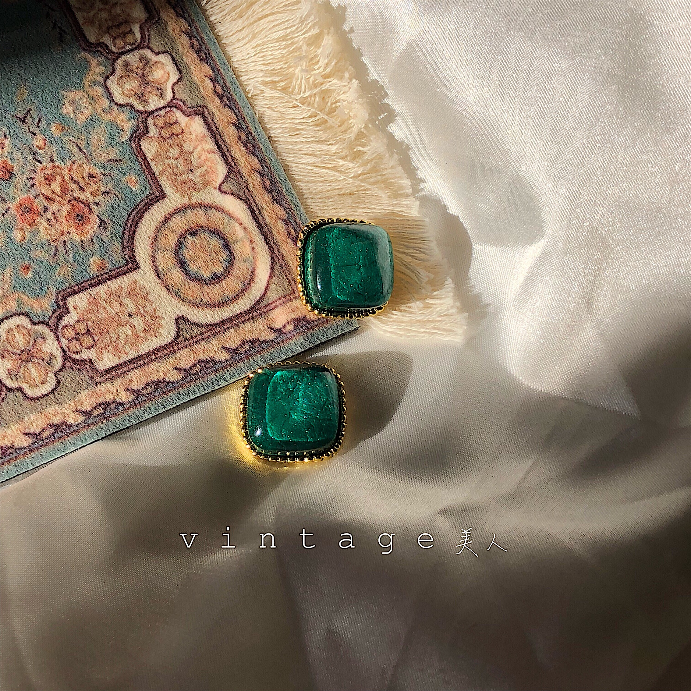 重庆森林。90年代港风复古方形裂纹金边祖母绿宝石耳钉耳夹 纯银 Изображение 1