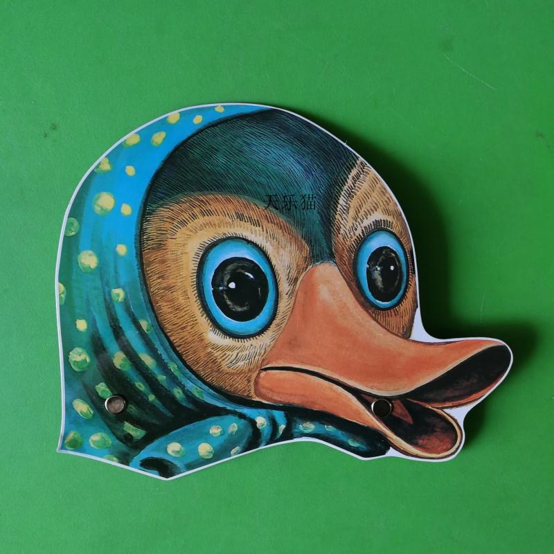 幼稚園のショー紙の頭の飾りの家禽の役は児童のゲームの出演のストーリの道具の大根を演じてしゃがみます