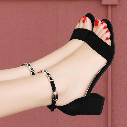 大东她女鞋2020新款夏季粗跟露趾凉鞋百搭一字扣带黑色绒面高跟鞋