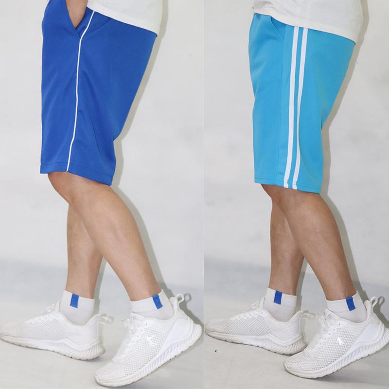 校服适合穿什么样的小白鞋:超短裤小白鞋大长腿