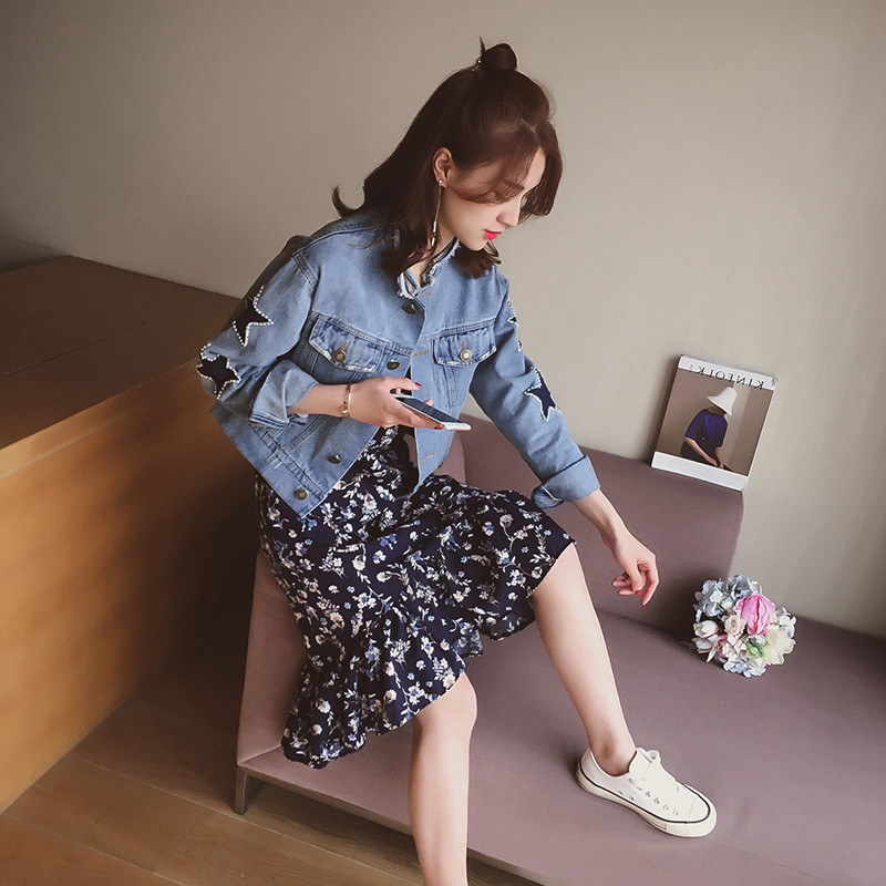 Spring new Korean loose short coat womens BF five pointed star hole jeans
