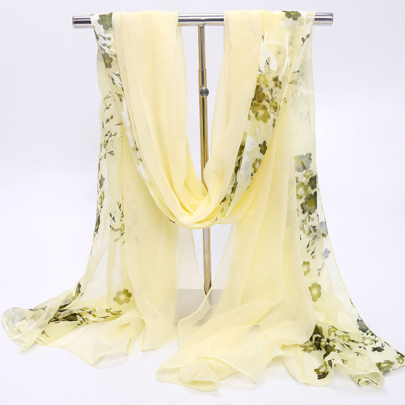 Hangzhou silk scarves are fashionable in autumn and thin in spring and autumn and long in winter