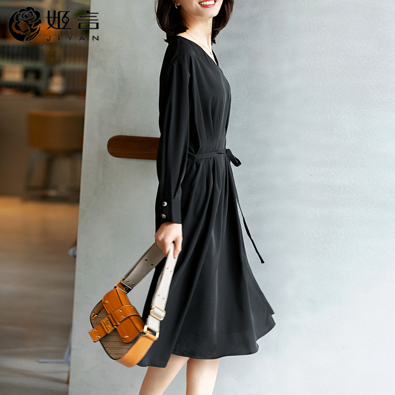 V-neck solid color chiffon dress for women loose age reduction 2020 spring new long sleeve lace up dress Korean version looks thin