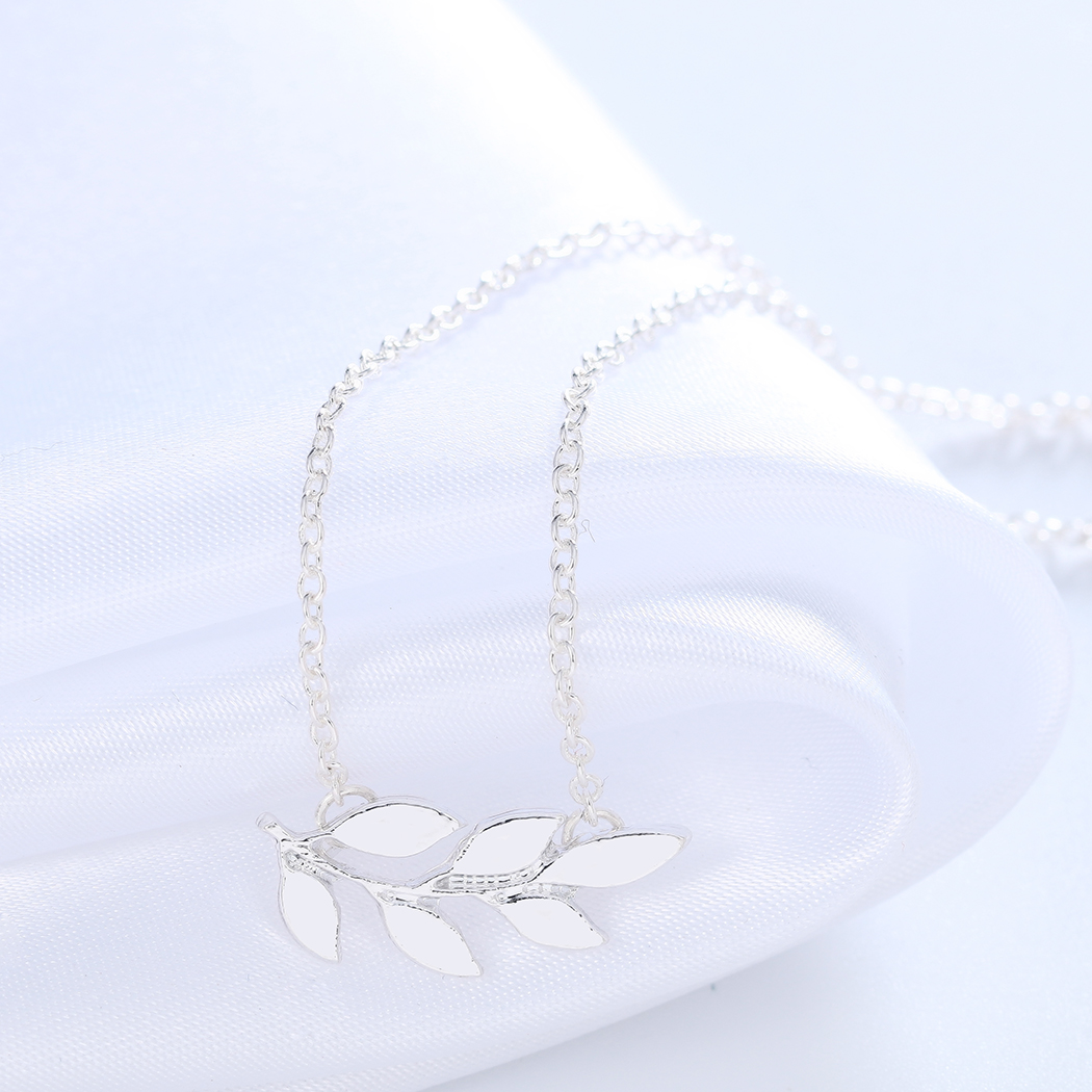 Chereda simple sweet art small fresh alloy necklace accessories womens simple style Leaf Necklace