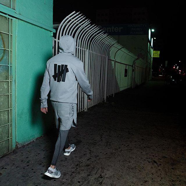 adidas/阿迪达斯 Undefeated合作款 男子运动服 运动裤 DN8777