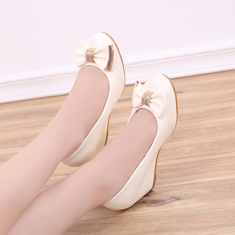 Slope heel single shoes womens spring 2020 new Korean versatile womens shoes high heel medium heel light mouth white round head leather shoes