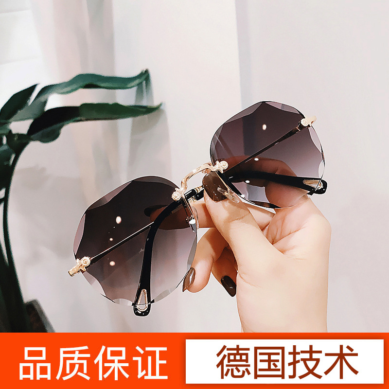 Europe and America trimming 2020 new frameless Sunglasses big frame personality net Red Star toad glasses sunglasses female glasses